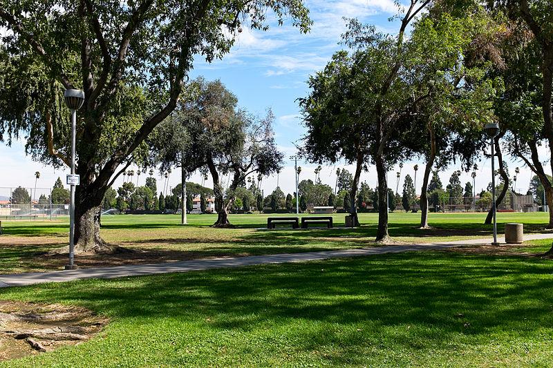 File:Little Lake Park, Santa Fe Springs CA viewing field.jpg