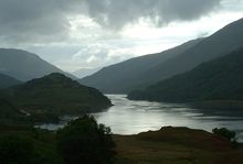 Loch Leven, in un tipico paesaggio scozzese