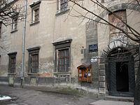 Вхід до архіву та частина споруди
