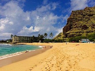 Mākaha, Hawaii - Mākaha Beach Park with the slopes of the Waianae Mountains on the right