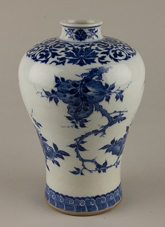 Soft-paste porcelain - Vase of so-called Chinese soft-paste, with crackle glaze and underglaze blue painting, Kangxi period (1662–1722)