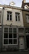 foto van Eenvoudig huis met lijstgevel.