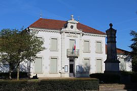 The town hall in Attignat