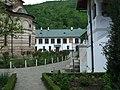 Manastirea Cozia - vedere laterala spre muzeu.jpg