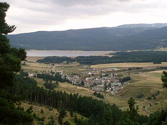 Matemale - A general view of Matemale, with the lake in the background