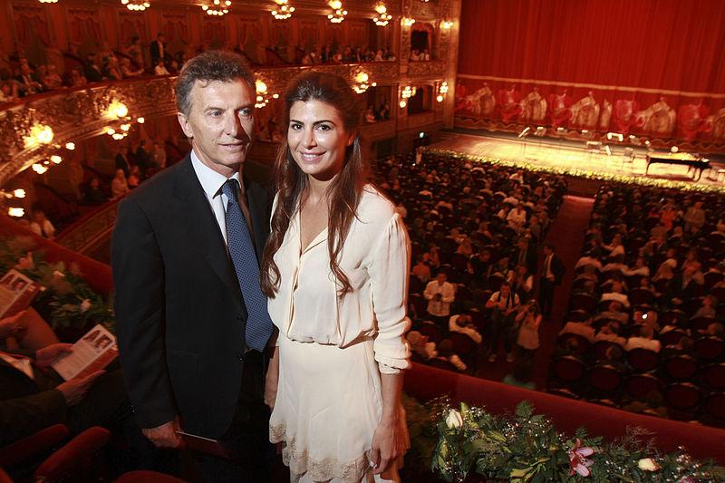 File:Mauricio Macri asiste a la Función Extraordinaria en el Teatro Colón (6483728779).jpg