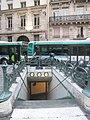 Metro St-Lazare rue de Rome.jpg