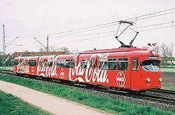 Trem na Alemanha completamente anunciado pela Coca-Cola.
