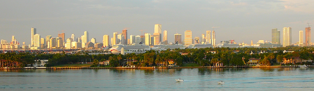 Downtown Miami skyline (in 2008) as seen from South Beach.