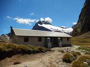 Milford Track - The shelter hut on Mackinnon Pass.