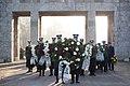 Ministru prezidents Valdis Dombrovskis piedalās svinīgajā vainagu nolikšanas ceremonijā Rīgas Brāļu kapos (6334368630).jpg