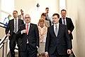 Ministru prezidents Valdis Dombrovskis tiekas ar Vācijas Šlēzvigas – Holšteinas federālās zemes premjerministru Torstenu Albigu (8715931903).jpg