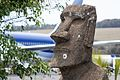 Moai en Aeropuerto Mataveri (8239471112).jpg