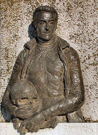 Angelo Bergamonti - Statue of Bergamonti in Gussola