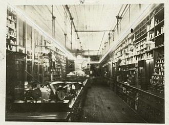 Daniel McFarlan Moore - 1904 photograph illustrating interior lighting by the first installation of Moore tubes in a hardware store in Newark, New Jersey.
