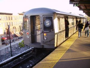 Franklin Avenue–Fulton Street (New York City Subway) - Two-car train of R68s terminating at Franklin Avenue