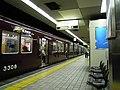 Nagahoribashi station platform, Sakaisuji Line - panoramio.jpg