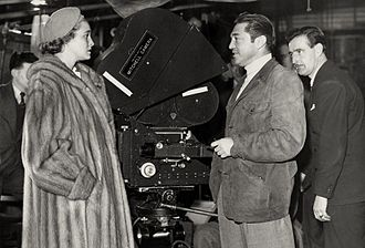 Wilkie Cooper - On set of The Hasty Heart (1949), L-R: Patricia Neal, Vincent Sherman (director) and Wilkie Cooper