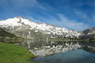 Néouvielle massif - East side of Pic de Néouvielle from lac d'Aumar