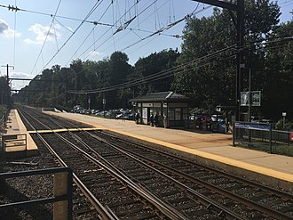 Neshaminy Falls station - The station at Neshaminy Falls, facing inbound towards Center City Philadelphia from the mini-high level platform on the outbound (West Trenton-bound) side.
