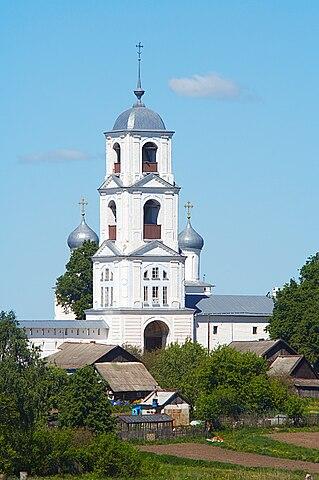https://upload.wikimedia.org/wikipedia/commons/thumb/c/c4/Nikitsky_Monastery%2C_the_new_bell_tower.jpg/319px-Nikitsky_Monastery%2C_the_new_bell_tower.jpg