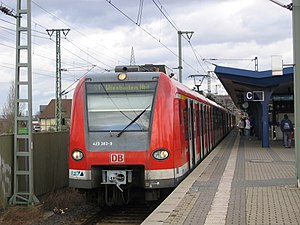 Offenbach Ost station - S1 on the way to Wiesbaden Hbf (track 3)