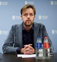 Olaf Koens, RTL, bij de NVJ Nacht van de Journalistiek 2015 (cropped).jpg