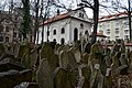 Old Jewish Cemetery, Prague (8) (26159675096).jpg