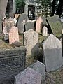 Old Jewish Cemetery, Prague 006.jpg