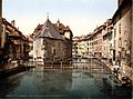 Old palace and canal, Annecy.jpg