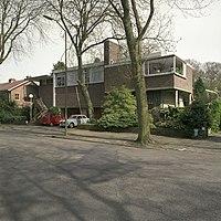 Overzicht van de voorgevel, gezien vanaf de straat - 's-Gravenhage - 20398137 - RCE.jpg