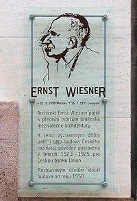 Pamětní deska Ernsta Wiesnera - výřez.jpg