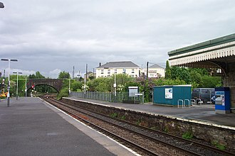 Par railway station - Looking towards London from the station platforms. The former Station Hotel, now the Royal Inn, is in the background.