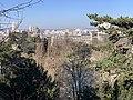 Parc Buttes Chaumont vu depuis Rue Botzaris - Paris XIX (FR75) - 2021-03-06 - 2.jpg