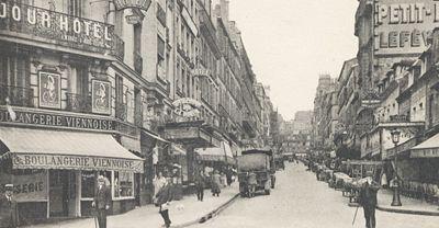 La Rue Lepic en 1925, vue depuis la place Blanche