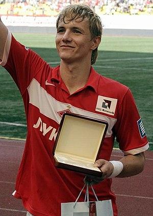 Roman Pavlyuchenko - Pavlyuchenko receiving a gift from the club.