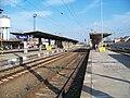 Pečky, nádraží, nástupiště.jpg
