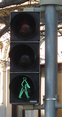 Pedestrian signal Switzerland Lugano traditional green 20101231a.jpg