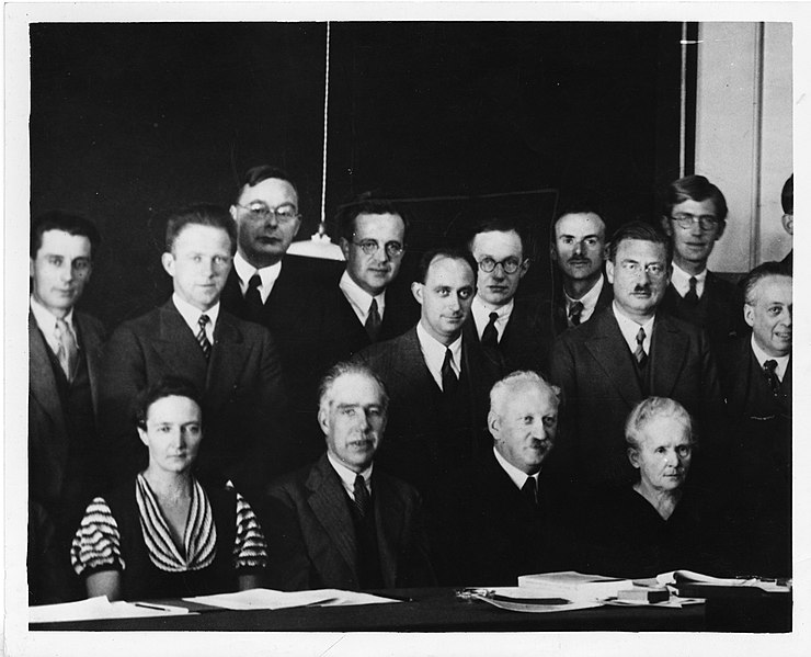 File:Physicists at the Seventh Solvay Physics Conference, Brussels, Belgium, October 1933 (4406390964).jpg