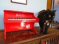 Piano de juguete Schoenhut (rojo) 13.jpg