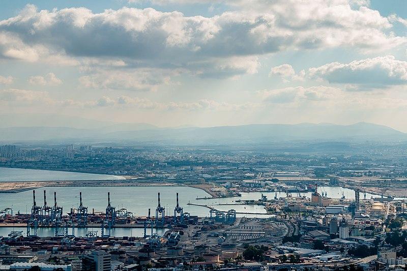 עננים מעל נמל חיפה