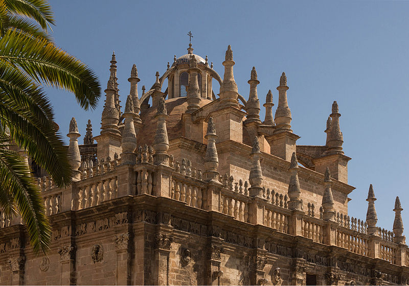 File pinnacles cathedral seville wikimedia commons for Exterior catedral de sevilla