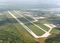 Pista del Aeropuerto Internacional Ernesto Cortissoz - panoramio.jpg