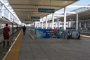 Platforms 3-4 of Zhumadianxi Railway Station (20180223114927).jpg