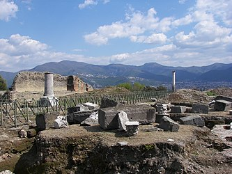Pompeii Temple of Venus.jpg