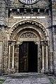 Portal oeste da igrexa de Santa María de Cambre.jpg