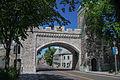 Porte Saint-Louis et rue Saint-Louis, Québec.jpg