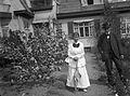Porträtt av ett par framför Tekla Wrangels bostad på Lidingön - Nordiska Museet - NMA.0057141.jpg