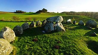 Poskær Stenhus - 23 man-high slabs are placed in a circle around the Poskær central dolmen.