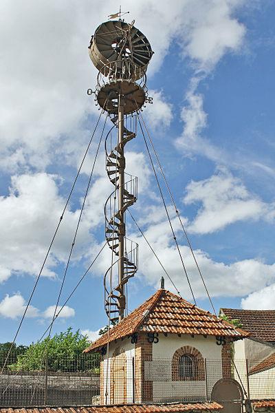Éolienne Bollée à mat haubanné de 1899 à la Postolle
